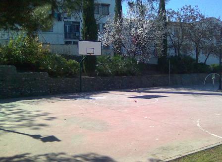 Pista baloncesto calle Consuelo